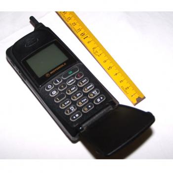 Büro - IT & Kommunikation - Mobiltelefon Motorola International 8700 aufgeklappt