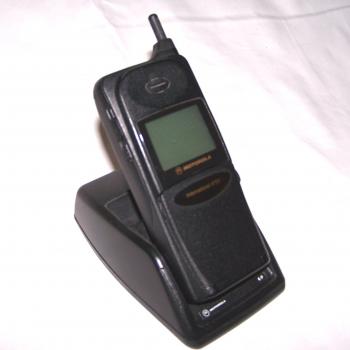 Büro - IT & Kommunikation - Mobiltelefon Motorola International 8700 mit Tischladegerät