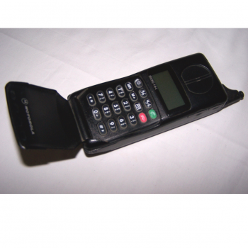 Büro - IT & Kommunikation - Mobiltelefon Motorola Micro TAC aufgeklappt