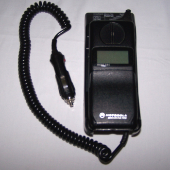 Büro - IT & Kommunikation - Mobiltelefon Motorola Micro TAC mit Autoladegerät