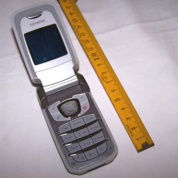 Büro - IT & Kommunikation - Mobiltelefon Siemens CF62 aufgeklappt