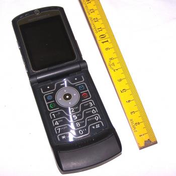 Büro - IT & Kommunikation - Mobiltelefon Motorola Motorazr V3 aufgeklappt
