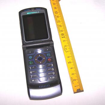 Büro - IT & Kommunikation - Mobiltelefon Motorola Razr V3i aufgeklappt