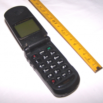 Büro - IT & Kommunikation - Mobiltelefon Motorola V3688 aufgeklappt
