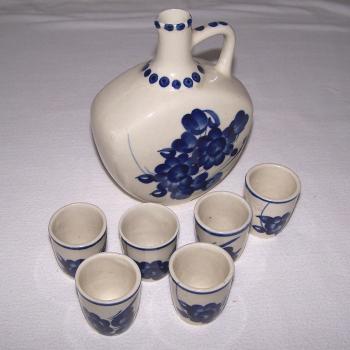 Haushalt - servieren -Schnaps-Set aus glasiertem Steingut