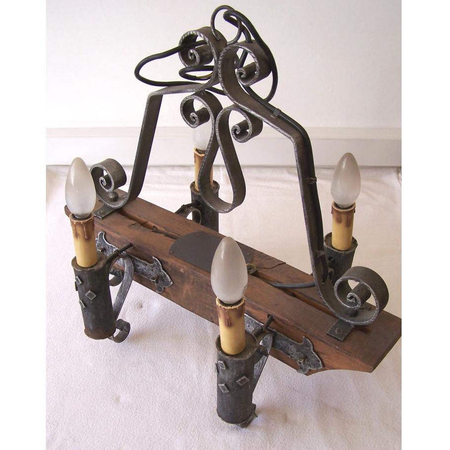 Licht - Deckenlampe - 4-flammig - Holzjoch mit Schmiedeeisen