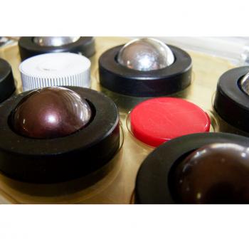 Sport - indoor - Eisstockschießen - indoor curling - Spielsteine, Tee und Maßband