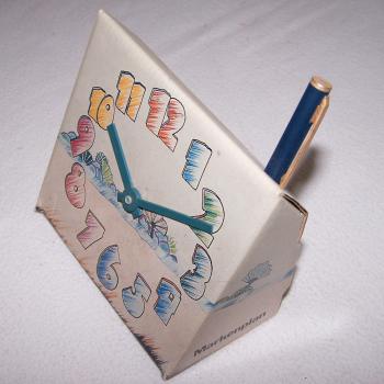 Werbung - Tischuhr aus Pappkarton - mit Stifthalter