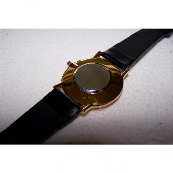 Schmuck - Uhren - Armbanduhr mit schwarzem Lederband, Schwarzes Ziffernblatt und goldfarbenes Gehäuse - Motorola - Rückseite