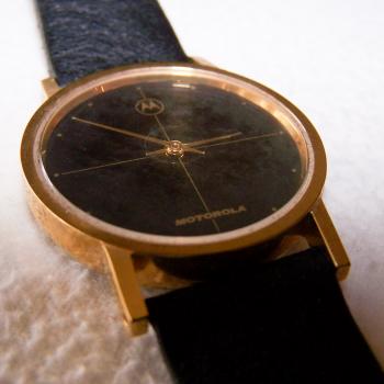 Schmuck - Uhren - Armbanduhr - Lederband - schwarz, goldfarbenes Gehäuse, Stundenarkierungen - Ziffernblatt