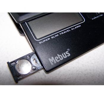Hauhalt - messen & regeln - superflacher Reisewecker - Batteriefach