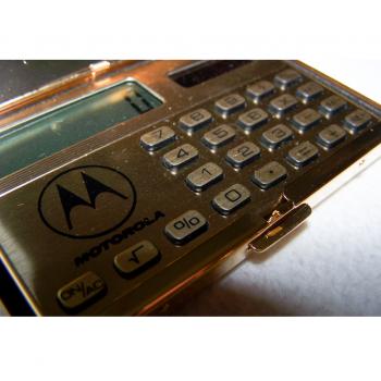 Büro - Bürowerkzeuge - Solartaschenrechner im 24K vergoldeen Kartenetui - Eingabetasten