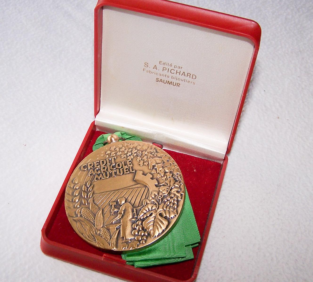Hobby - Münzen & Medaillen - Bronze-Medaille Credit Agricole Mutuel Loir & Cher - Etui geöffnet