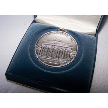 Hobby - Münzen & Medaillen - Erinnerungsmedaille Brandenburger Tor an Händlertreffen 1995 in Berlin - Etui geöffnet