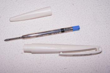 Büro - Bürowerkzeuge - Schreibwerkzeuge - Pelikan Kugelschreiber weiß - Mine