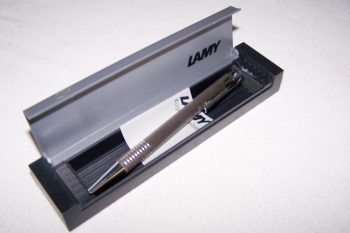 Büro - Bürowerkzeuge - Schreibwerkzeuge - Kugelschreiber Lamy im Etui