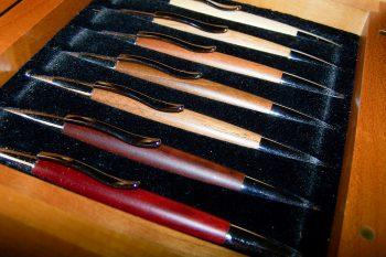 Büro - Bürowerkzeuge - Schreibwerkzeuge - Kugelschreiber-Set mit 7 Holzkugelschreibern