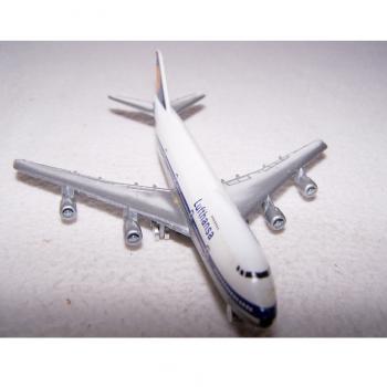 Spiel - Lufthansa Boing 747 - Schabak-Modell 1:600 - von vorne