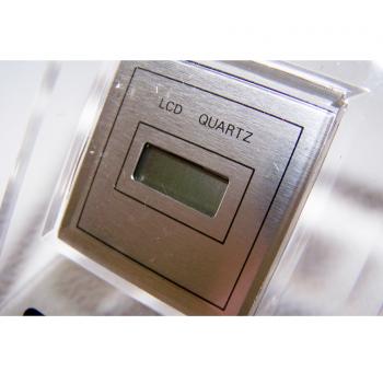 Haushalt - Messen & Regeln - LCD Quarz-Tischuhr - Anzeige