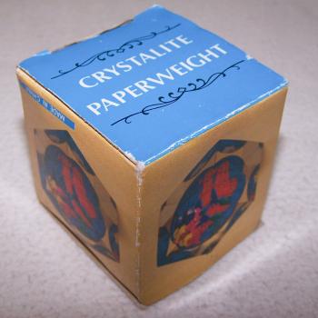 Büro - Bürowerkzeuge - Briefbeschwerer Globus - originalverpackt