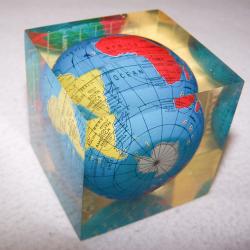 Büro - Bürowerkzeuge - Briefbeschwerer Globus
