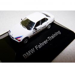 Hobby - Modellautos - BMW Fahrer-Training - auf schwarzer Plattform