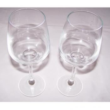 Haushalt - servieren - Gläser - Weingläser - stehend