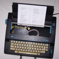 Büro - Bürowerkzeuge - Schreibwerkzeuge - Elektrische Reiseschreibmaschine TA Gabriele Cyclo