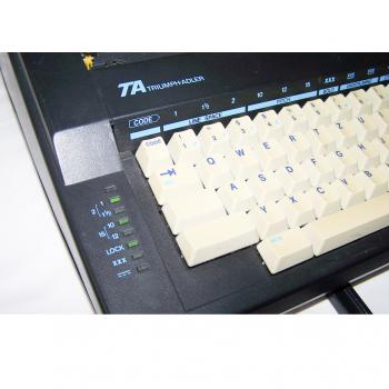 Büro - Bürowerkzeuge - Schreibwerkzeuge - Elektrische Reiseschreibmaschine TA Gabriele Cyclo - funktionsleuchtdioden