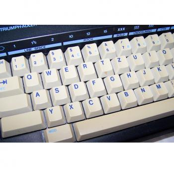 Büro - Bürowerkzeuge - Schreibwerkzeuge - Elektrische Reiseschreibmaschine TA Gabriele Cyclo - deutsche Tastatur