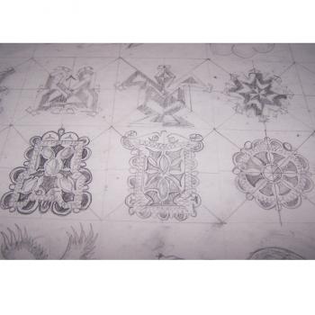 Kunst - Kinderkunstschule Ashgabat Turkmenistan - Bleistiftzeichnungen einzelner Symbole im Detail für Teppichmuster