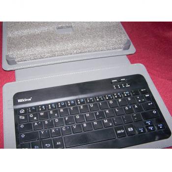 Büro - IT & Kommunikation - Tablet-PC - Bluetooth Keyboard vollständig aufgeklappt