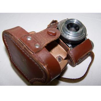 Audio-Video-Photo - Fotokamera Elji Lumière - im Etui geöffnet