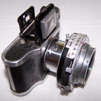 Audio-Video-Photo - Fotokamera Elji Lumière - Objektiv herausgezogen