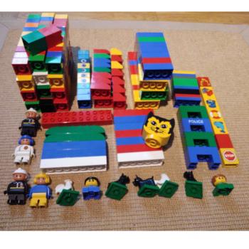 Spiel - Lego-Bausteine mit Sonderformen und Figuren - Varianten 1