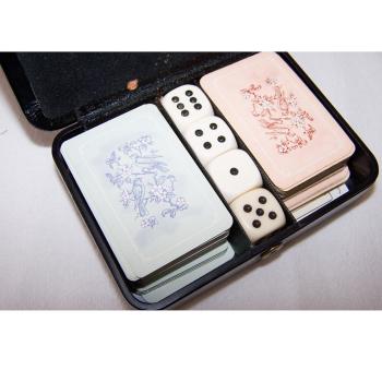 Spiele - ASS Patience-Spielkarten - im Etui - geöffnet mit Karten und Würfeln