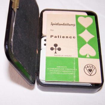 Spiele - ASS Patience-Spielkarten - im Etui - geöffnet mit Spielanleitung
