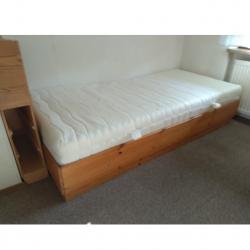 Möbel - Liege massiv Kiefer mit Rost und Matratze