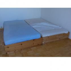Möbel - zwei Liegen, Kiefer, mit Rost und Matratze
