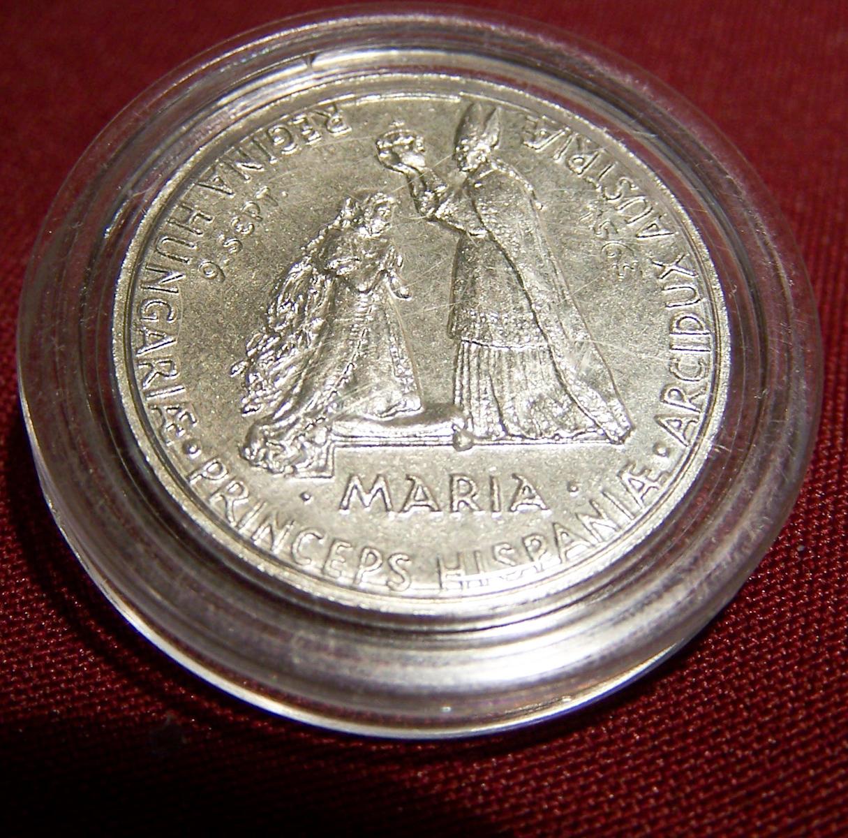 Souvenirs - Abzeichen und Medaillen - Maria - Krönungsfeierlichkeiten Bratislava 2004 - Vorderseite