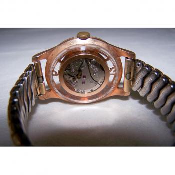 Schmuck - Armbanduhr mit transparentem Ziffernring und durchsichtiger Rückseite - Rückansicht