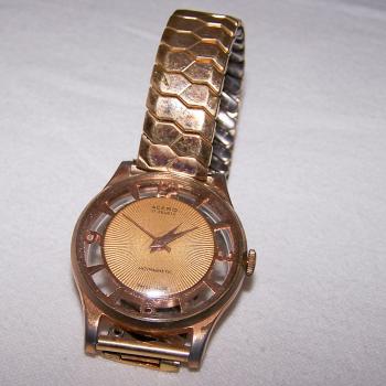 Schmuck - Armbanduhr mit transparentem Ziffernring und durchsichtiger Rückseite - Frontansicht