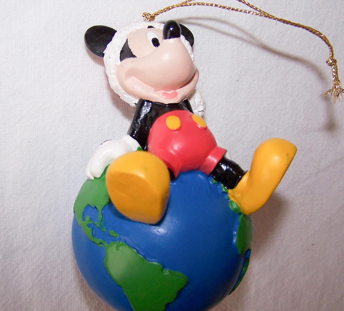 Haushalt - Dekoration - Micky Maus mit Erdkugel auf dem Rücken