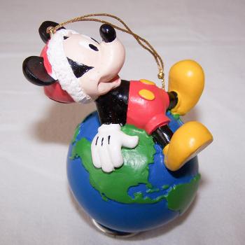 Haushalt - Dekoration - Micky Maus mit Erdkugel auf dem Rücken - seitlich