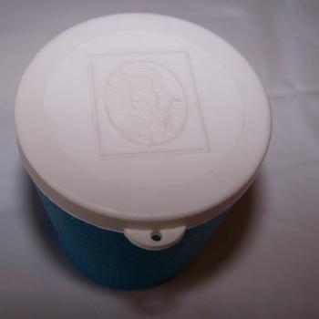 Spiel - Würfelbecher für die Reise - Weißer Deckel mit Prägung des Logos der Bayerischen Vereinsbank